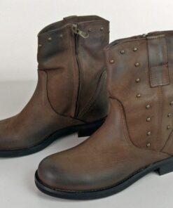 Stivali con applicazioni colore marrone
