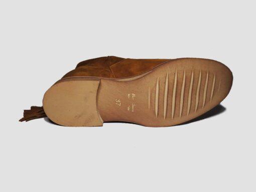 Stivali camoscio bruciato con zeppa interna e tacco 50