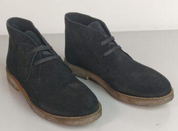 Scarpe in camoscio nero con lacci