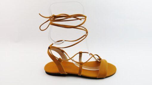 Sandali bassi alla schiava con lacci in pelle ocra