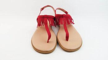 Sandali bassi infradito in pelle camoscio rosso con frange e cinturino