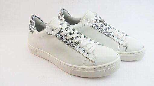Sneakers colore bianco allacciate con glitter argento