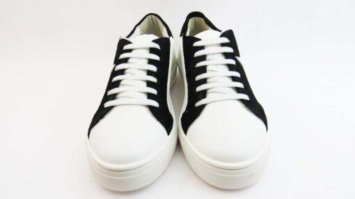 Sneakerscolore bianco con stella bianca ed inserto nero cracked