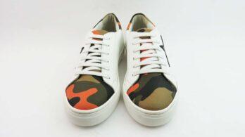 Sneakerscolore bianco con stella colore nero camouflage orange
