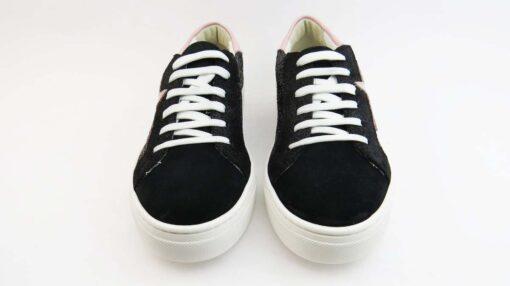 Sneakerscolore nero allacciate con stella e talloncino rosa e glitter nero