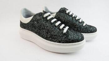Sneakers allacciate full glitter nero riflessi verdi