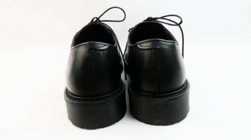 Scarpe con lacci in crust vitello colore nero
