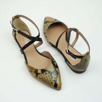 Ballerinea punta in vera pelle colore pitone roccia con cinturino alla caviglia colore nero