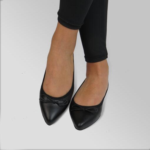 Ballerinea punta in vera pelle colore nero