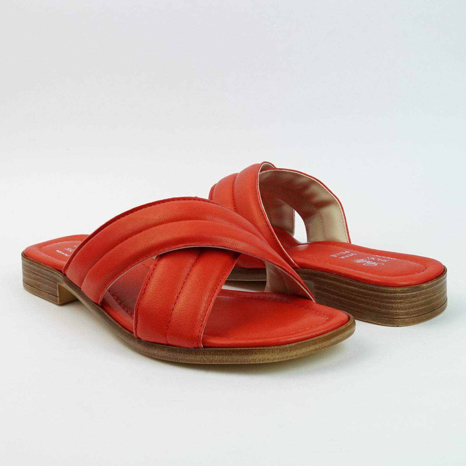 Ciabatte in vera pelle da passeggio con due fasce incrociate colore rosso