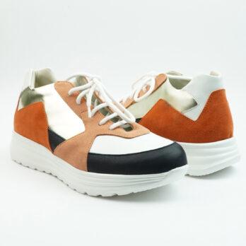 Sneakersrunning in camoscio salmone con inserti bianco, oro e blu