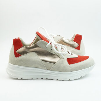 Sneakersrunning in camoscio beige con inserto rosso e platino