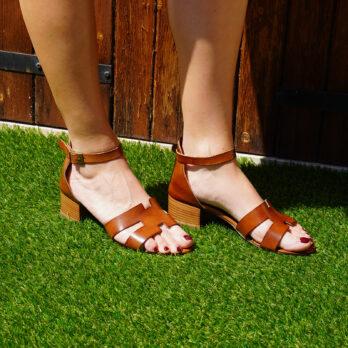 Sandali acca in vera pelle con cinturino colore cuoio tacco 4 cm
