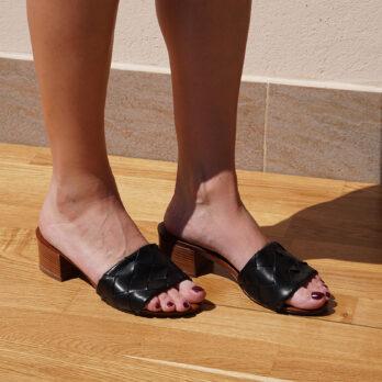 Ciabatte intrecciate in vera pelle da passeggio colore nerotacco 4 cm
