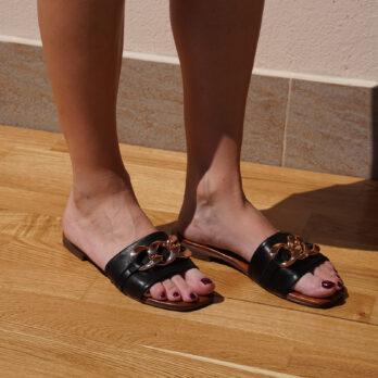 Ciabatte in vera pelle con catena big colore nero tacco 1 cm