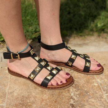 Sandali in vera pelle con cinturino alla caviglia e borchie coniche oro colore nero tacco 1 cm