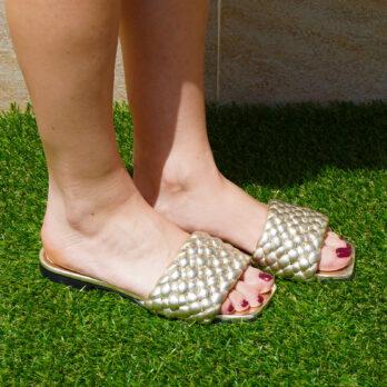 Ciabatte da passeggio in vera pelle intrecciate colore platino tacco 1 cm