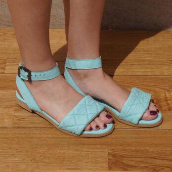 Sandali bassi in vera pelle con cinturino colore acquamarina tacco 1 cm