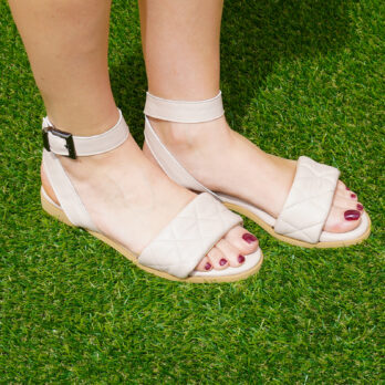 Sandali bassi in vera pelle con cinturino colore vernice cipria tacco 1 cm
