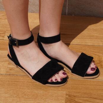 Sandali bassi in camoscio con cinturino colore nero tacco 1 cm
