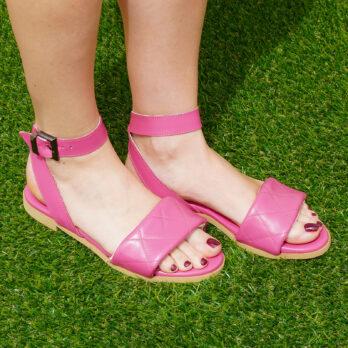 Sandali bassi in vera pelle con cinturino colore fuxia tacco 1 cm