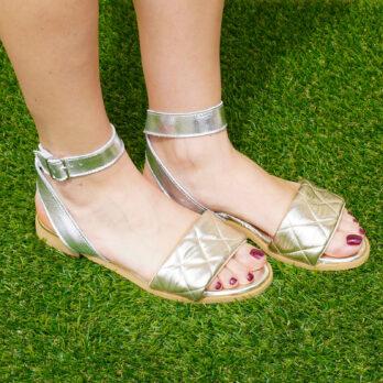 Sandali bassi in vera pelle con cinturino colore platino argento tacco 1 cm