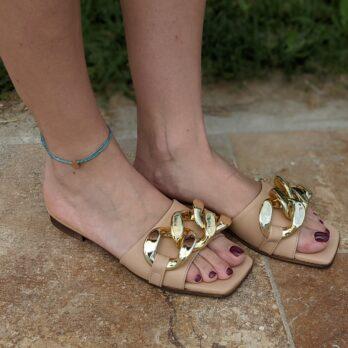 Ciabatte in vera pelle con catena big oro colore cipria tacco 1 cm