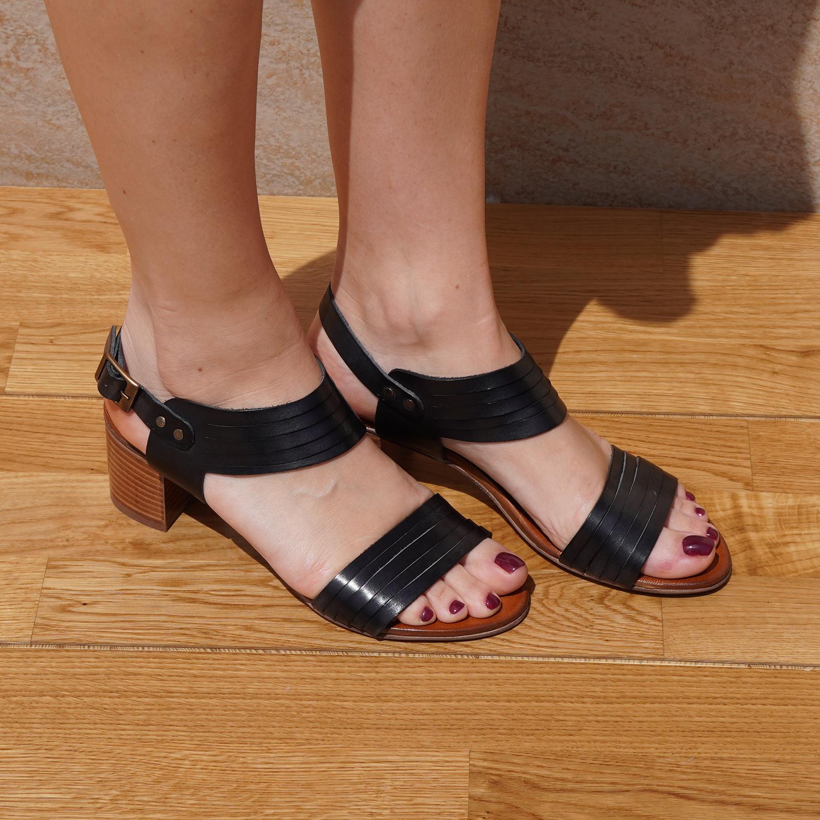 Sandali in vera pelle multifascecon cinturino colore nero tacco 5 cm