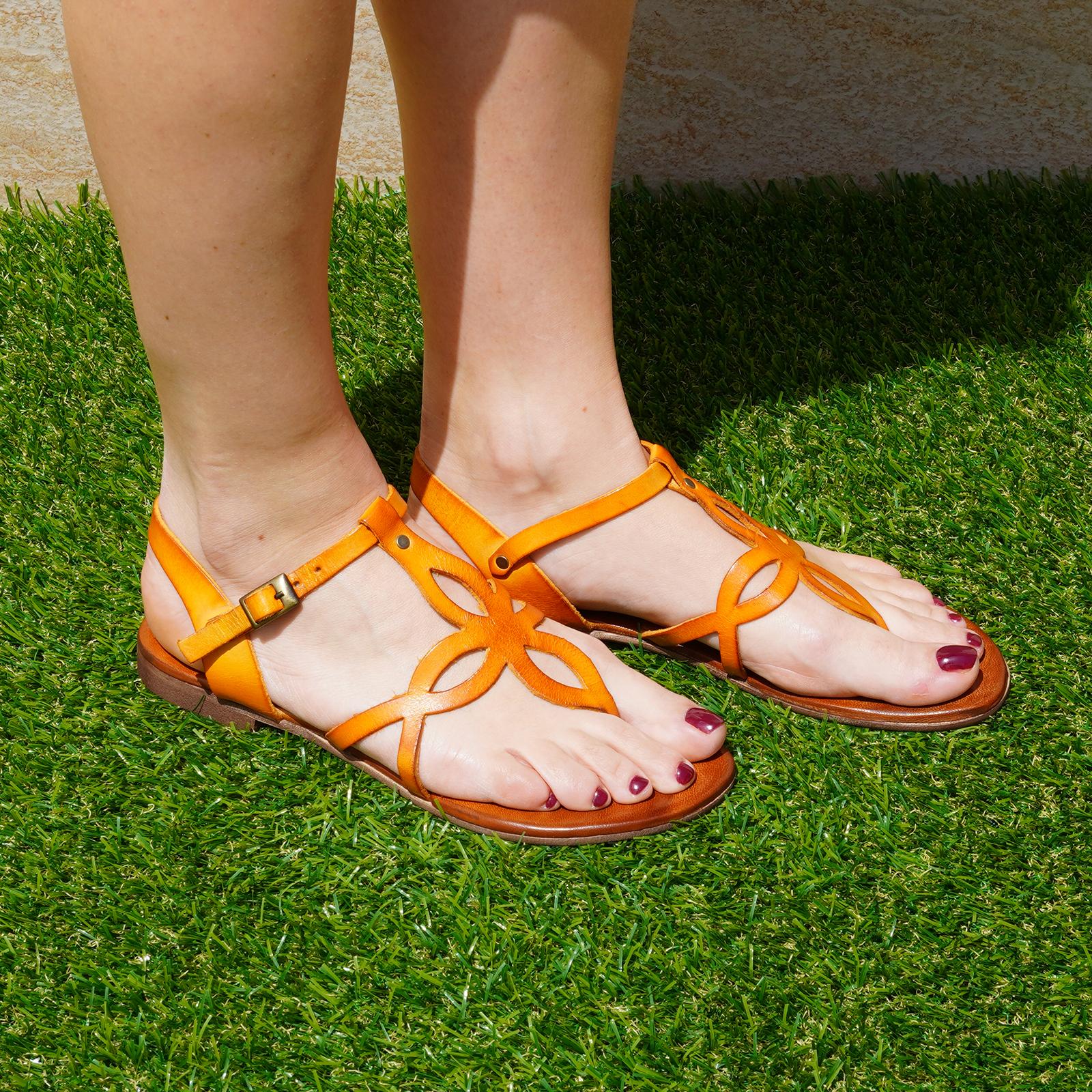 Sandali Formentera in vera pelle con cinturino colore arancio tacco 1 cm