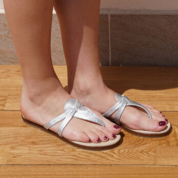 Infradito in vera pelle colore argento bottolato tacco 1 cm