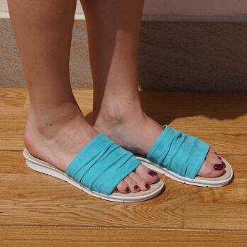 Ciabatte in vera pelle colore azzurro tacco 1 cm
