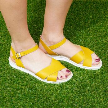 Sandali due fasce incrociate in vera pelle con cinturino colore giallo tacco 2 cm