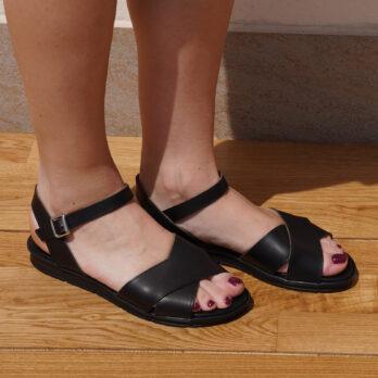 Sandali due fasce incrociate in vera pelle con cinturino colore nero tacco 2 cm