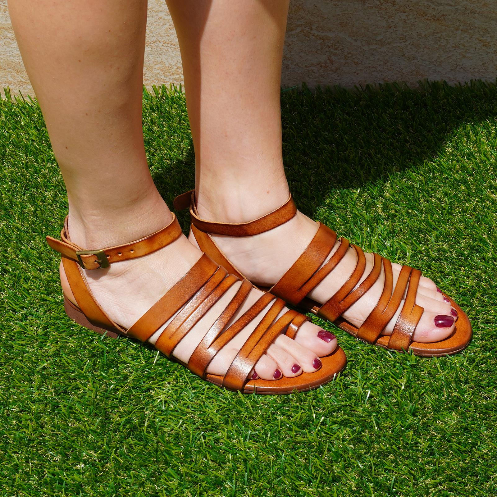 Sandali Ibiza in vera pelle con cinturino colore cuoio tacco 1 cm