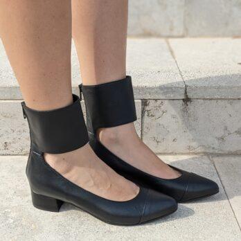 Décolleté donna in vera pelle colore nero con zip posteriore e fascia caviglia