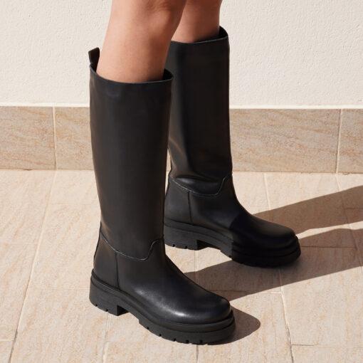 Stivali da donna in pelle colore nero